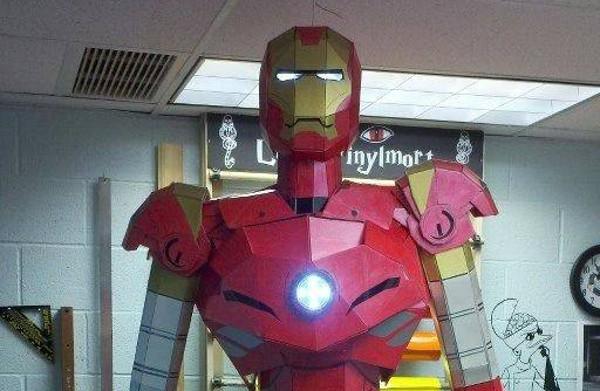 DIY : Une magnifique statue d'Iron Man taille réelle en carton mousse
