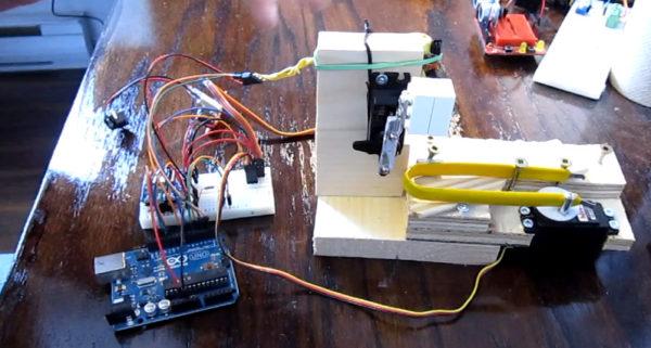 video-une-machine-pour-mesurer-la-duree-de-vie-des-briques-de-lego