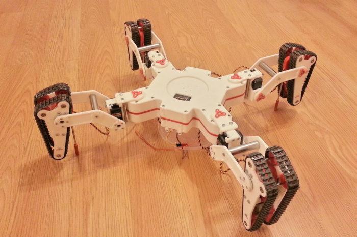 Hybrid Walker : Un robot quadrupède équipé de chenilles