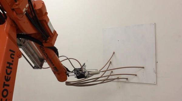 le-robot-industriel-qui-imprime-en-3d-des-oeuvre-dart-dans-les-airs
