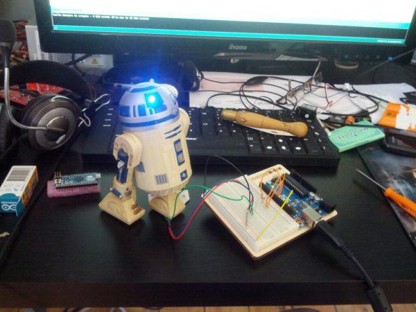 r2d2-is-alive-un-robot-r2d2-customise-a-la-sauce-arduino_03