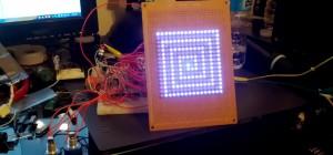 Un télécran électronique à matrice de LED sans micro-contrôleur