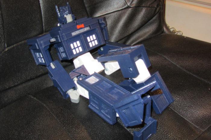 Un robot Tranformer TARDIS réalisé à l'imprimante 3D