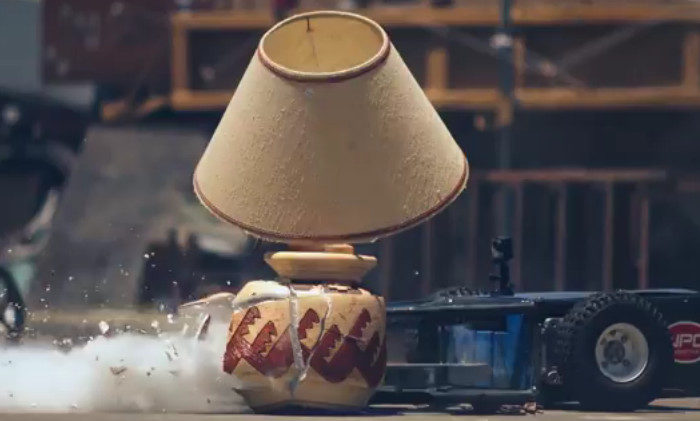Vidéo : Un robot de destruction en slowmotion