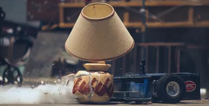 Vidéo : Un robot de destruction en slowmotion