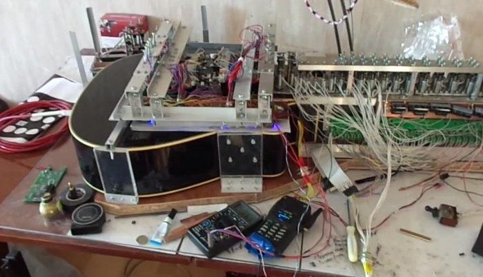 DIY : La fabuleuse guitare robotisée de Vladimir