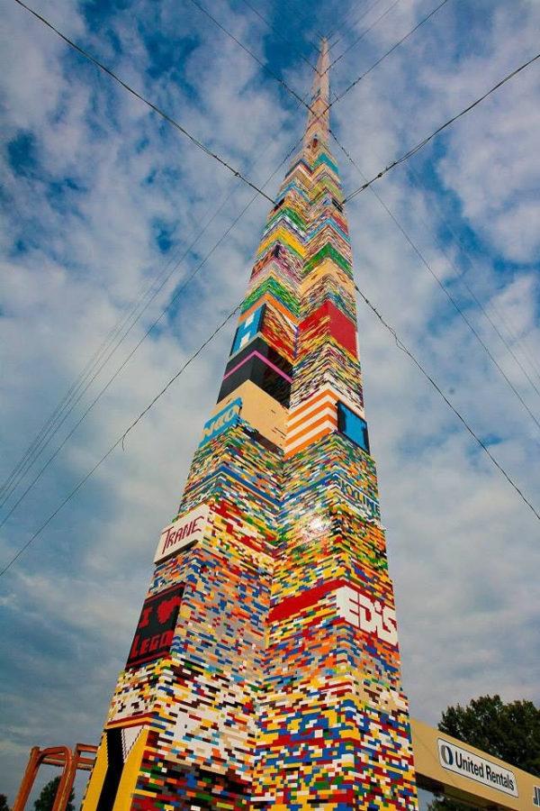 nouveau-record-pour-une-tour-en-lego-avec-34m-de-hauteur-4
