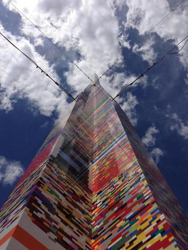 nouveau-record-pour-une-tour-en-lego-avec-34m-de-hauteur-5