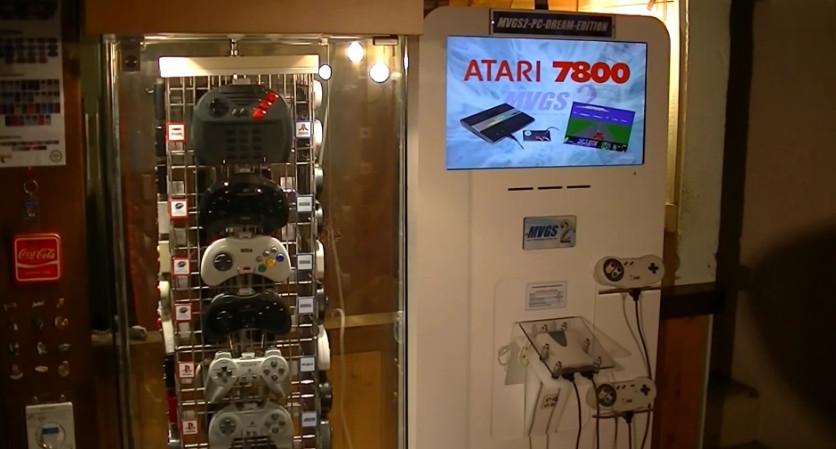 une borne multi consoles de jeux jouable avec plus de 70 manettes de jeux semageek. Black Bedroom Furniture Sets. Home Design Ideas