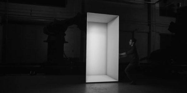 box-un-spectacle-visuel-exceptionnel-utilisant-des-bras-robotises-et-de-la-projection