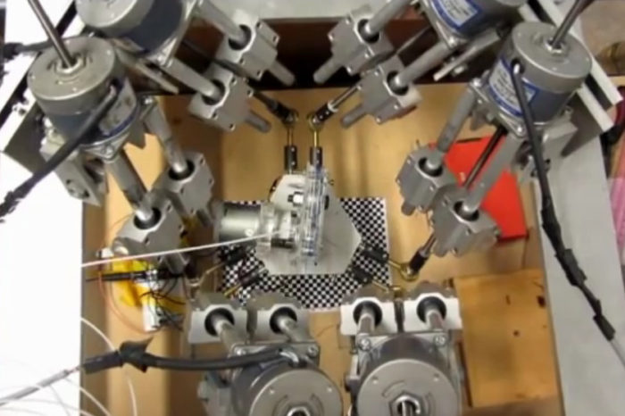Innovation : Une imprimante 3D 6 axes pour imprimer sur des surfaces courbes