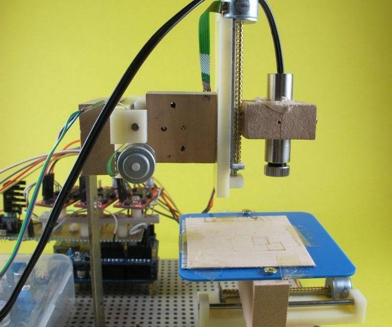 diy une petite machine de d coupe laser pour le papier semageek. Black Bedroom Furniture Sets. Home Design Ideas