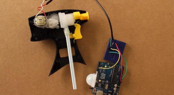 diy-fabriquer-un-canon-a-eau-qui-detecte-les-mouvements-01