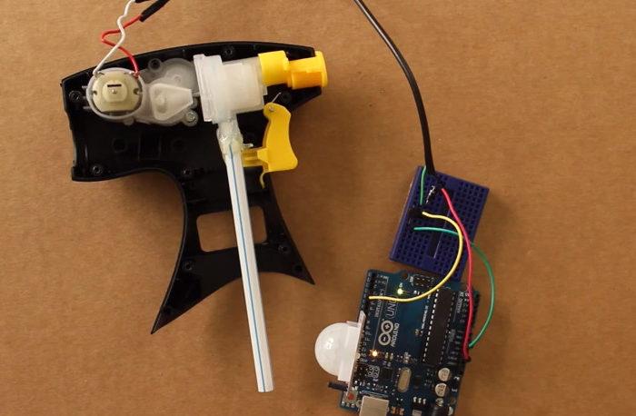 DIY : Fabriquer un canon à eau qui détecte les mouvements.