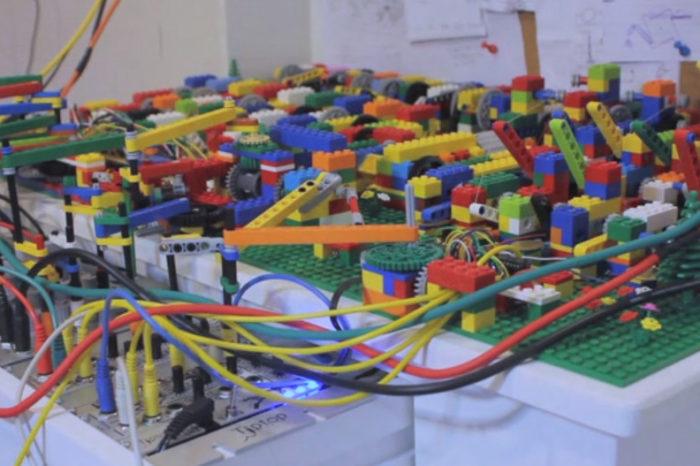 Un automate qui joue de l'Acid House avec des Lego