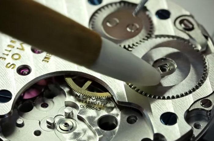 Vidéo : Assemblage d'une montre mécanique