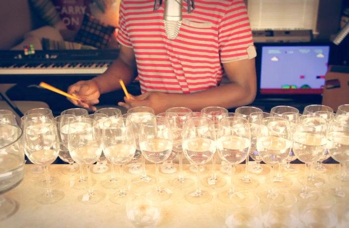 Vidéo : Le thème de Super Mario Bros joué avec des verres à vins et une poêle