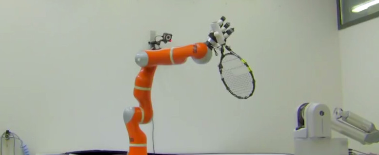 Le bras robotique qui attrape rapidement les objets à la volée