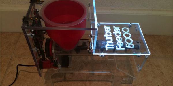 diy-thurber-feeder-5000-une-machine-pour-nourrir-votre-chien-lentement