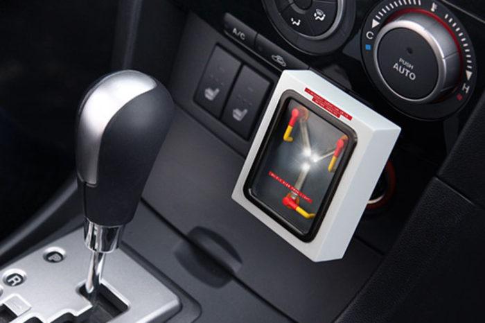 Gadget : Un chargeur USB de voiture au look de Flux Capacitor