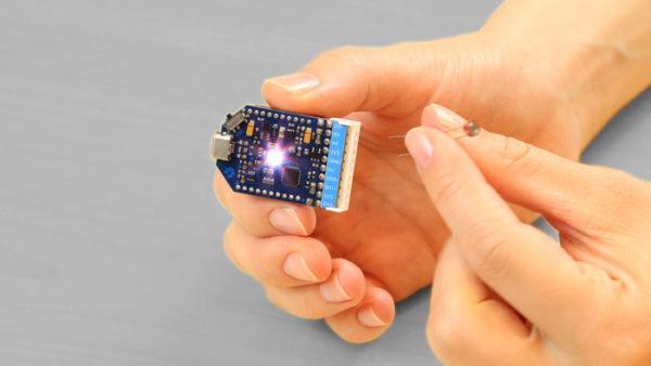 the-airboard-une-petite-carte-compatible-arduino-dediee-aux-objets-connectes-04