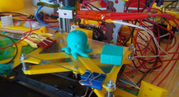 egarbigune-la-mini-imprimante-3d-fabriquee-avec-des-pieces-recyclees-02