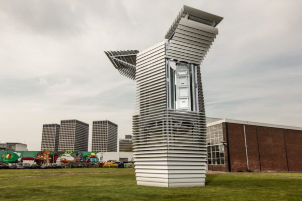 the-smog-free-tower-la-tour-qui-recyle-la-pollution-de-lair-en-petits-cubes-02
