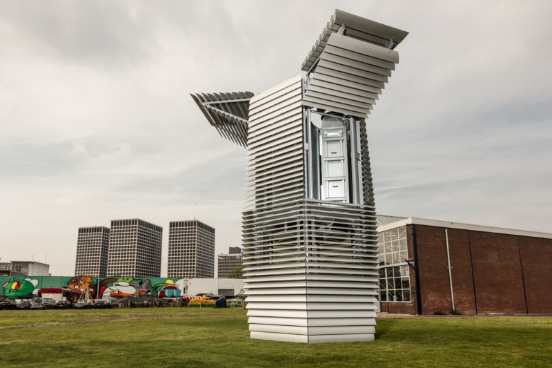 The Smog Free Tower : La tour qui recyle la pollution de l'air en petits cubes