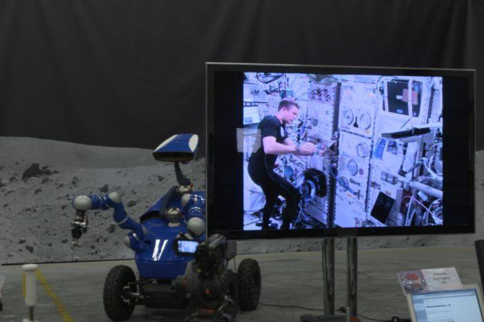 Un astronaute pilote un Rover sur Terre depuis l'espace