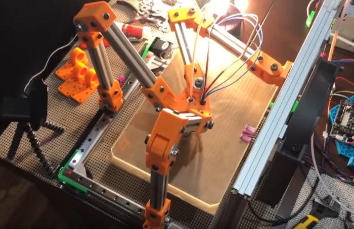 Vidéo : L'imprimante 3D Tripteron mi-cartésienne mi-delta.
