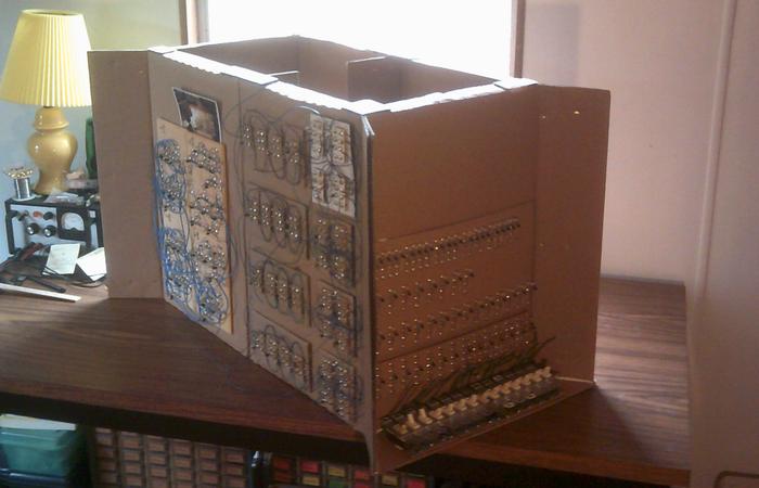 DIY : Fabriquer un ordinateur 4 bits en carton