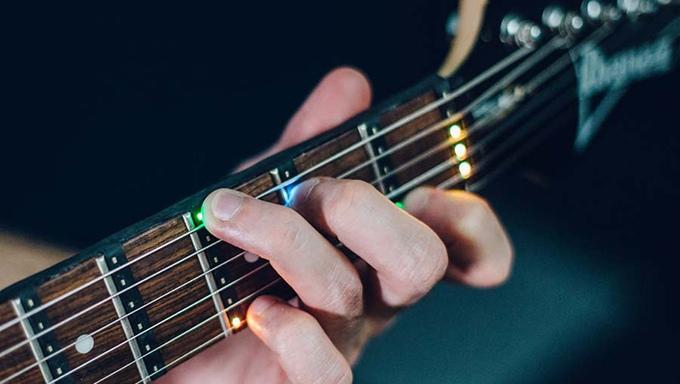 Fret Zeppelin : Un dispositif pour apprendre à jouer de la guitare en mois de 60s