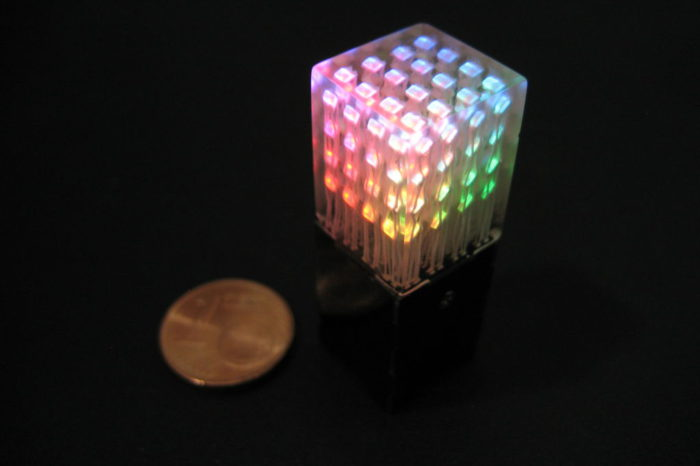 LED Cube Pendant  : Le plus petit cube de 4x4x4 LED RGB au monde.