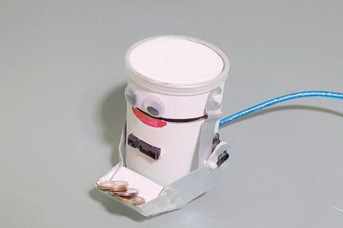 DIY : Fabriquer un robot mangeur de pièces avec une boite de Pringles et un arduino